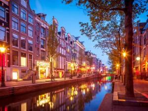 amsterdam-red-light-district.rend.tccom.616.462